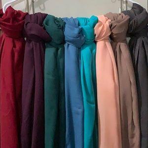 Lot of 8 scarves
